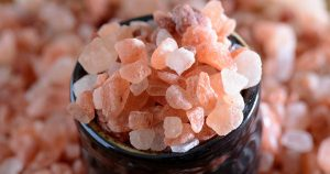 Raw pink himalayan salt